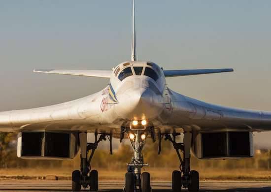いくつかの国内デザイン局は、Tu-160の近代化に関連しています。