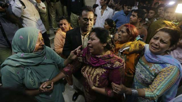 पाकिस्तानी लाहौर में एक बड़ा आतंकवादी हमला। बच्चों के बीच बड़ी संख्या में पीड़ित