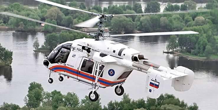 展覧会でのインド海軍の司令官は、Ka-226Tヘリコプターに特別な注意を払いました