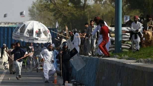 Massenaufstände in Islamabad. Nicht weniger radikale 700-Islamisten wurden verhaftet