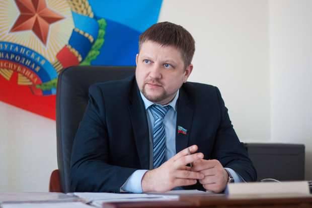 LNRでは、アレクセイ・カージャキンは「不適切な組織の仕事のために」という文言で人民評議会の議長職から解任されました