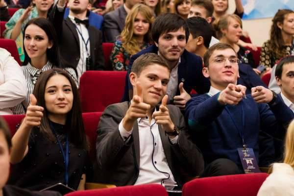 """교수와 대학은 누구를 간섭합니까? 러시아 국가를위한 교육의 """"최적화""""의 위험"""