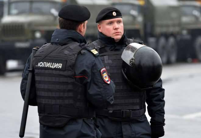Des employés du ministère de l'Intérieur et du Service fédéral de la sécurité à Moscou arrêtent des personnes de 18 soupçonnées d'être impliquées dans le recrutement de l'EIIL