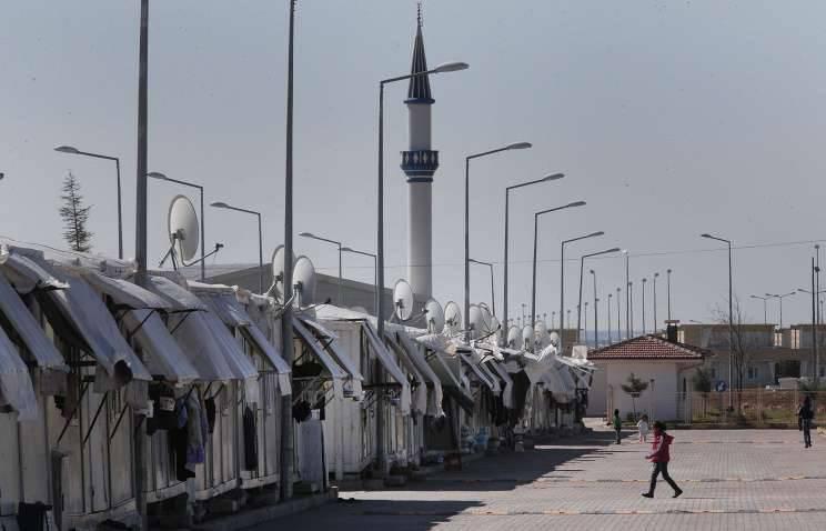 시리아 : 투르크 인들은 16 국경에서 시리아로부터 난민을 쐈다.