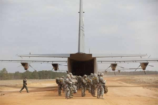 Duas pessoas desconhecidas em um SUV invadiram a base aérea Limur-Fresno (Califórnia, EUA) e abalroaram um avião militar