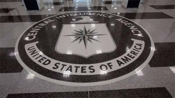 """Batı medyası: Eski bir CIA subayı Obama'nın """"Beşar Esad'ı devirmek için 50 istihbarat önerileri"""" ni kabul etmemesini söyledi"""