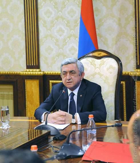 亚美尼亚总统威胁要承认在冲突升级时纳戈尔诺 - 卡拉巴赫共和国的独立