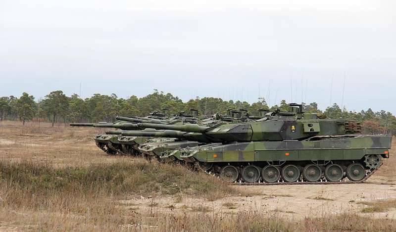 Suecos iniciam modernização de tanques e veículos de combate de infantaria