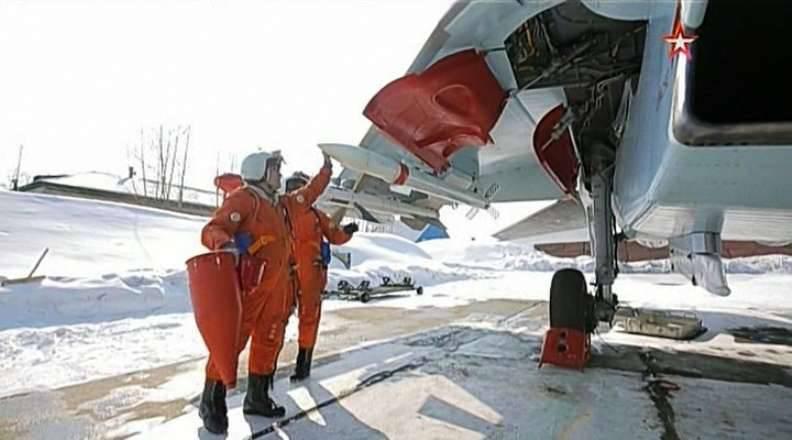 All'aeroporto Dzemgi in BBO Su-35S i combattenti sono in servizio con missili RVV-SD