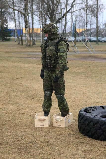 I soldati baltici si preparano per esercizi congiunti