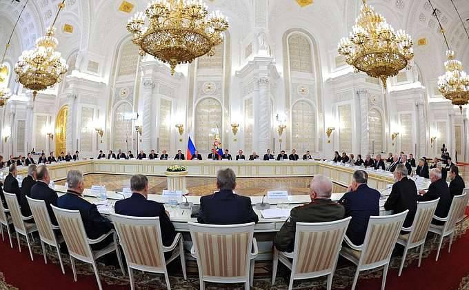 Fundación para la Historia de la Patria y el movimiento Yunarmiya se están creando en Rusia