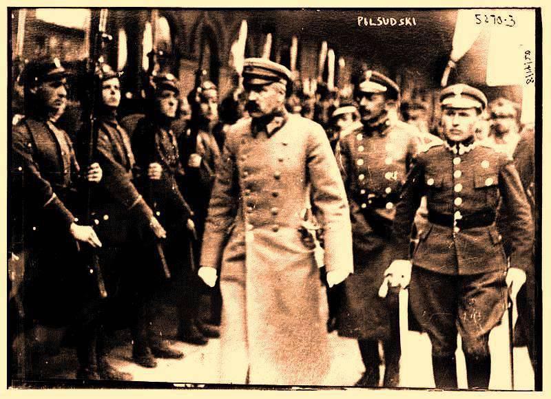 러시아의 한 조각을 날치기 ... Pilsudski의 완수되지 않은 희망