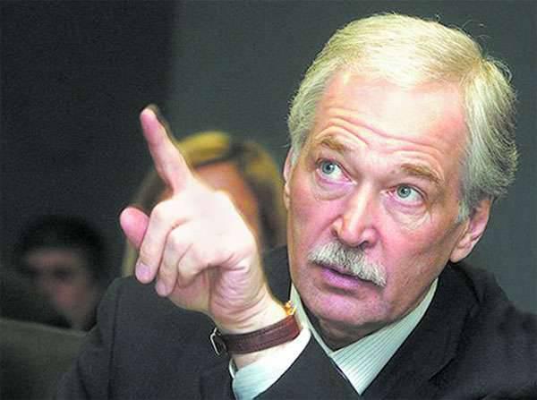 बोरिस ग्रिज़लोव के स्थान पर रोसगार्ड्स के प्रमुख विक्टर ज़ोलोटोव को रूसी संघ की सुरक्षा परिषद का स्थायी सदस्य नियुक्त किया गया था।