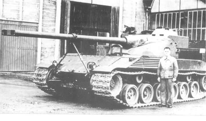 Batignolles-Chatillon Char 25T: tank with a rocking tower