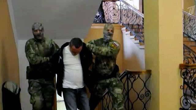 리투아니아에 대한 감시에 대한 13의 구속을 선고받은 3 등 선장