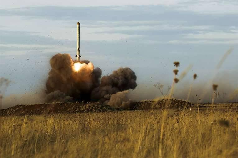 「Iskander-M」のアストラハン地域では、「低レーダー視程」のロケットを打ち上げました