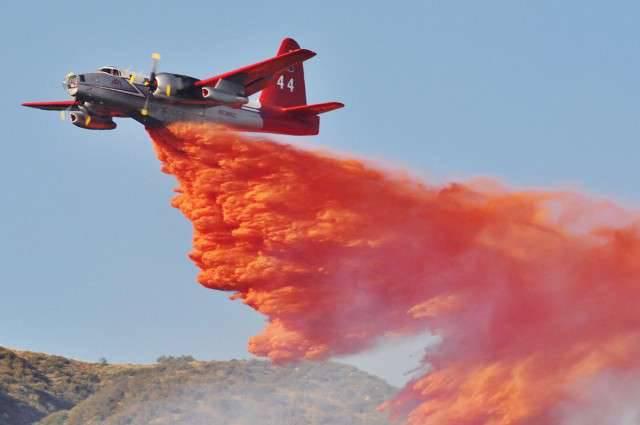 アメリカとカナダの消防航空