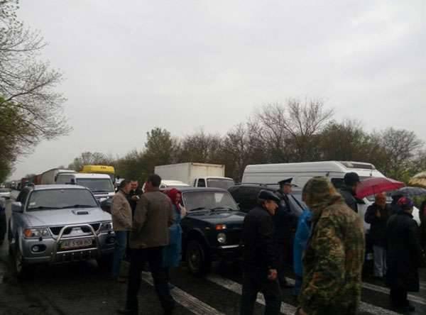 """Einwohner des Gebiets von Nikolaev fordern von den Behörden die Rückkehr der Länder, die für """"Helden der Antiterroristenoperation"""""""