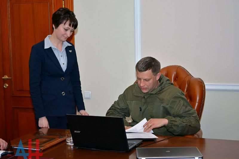 In linea diretta con i cittadini di Kharkiv, Alexander Zakharchenko ha parlato dell'atteggiamento nei confronti delle autorità a Kiev, nei confronti di Girkin (Strelkov), sul collaborazionismo, la resistenza, l'economia e la fede in Dio