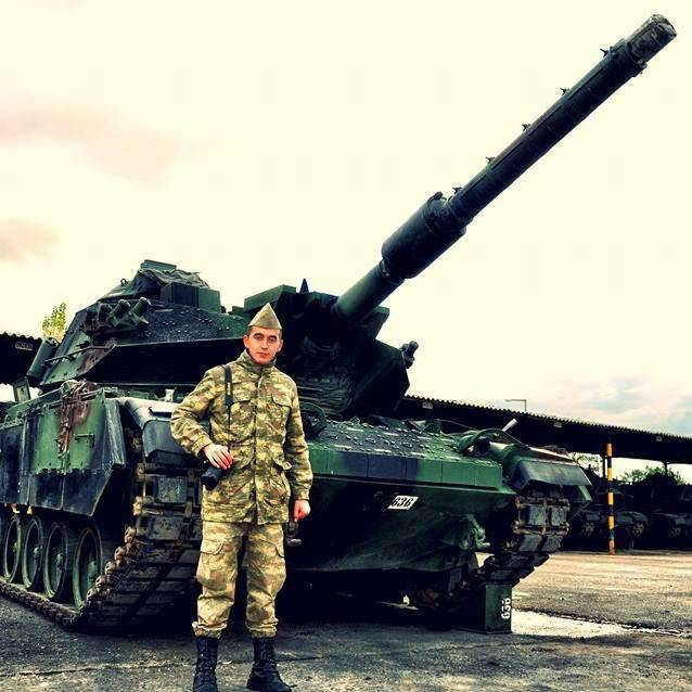 The Turkish army is pushing additional military equipment to the border with Syria