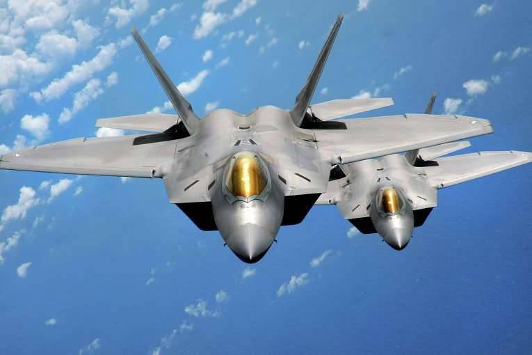 언론 : 미국은 러시아 연방과 중국에 뒤지지 않고 F-22의 생산을 재개하기를 원한다.