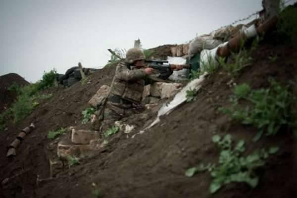 카라 바흐 분쟁 지역에서 한 명의 아르메니아 병사가 사망하고 여러 명이 부상했습니다.
