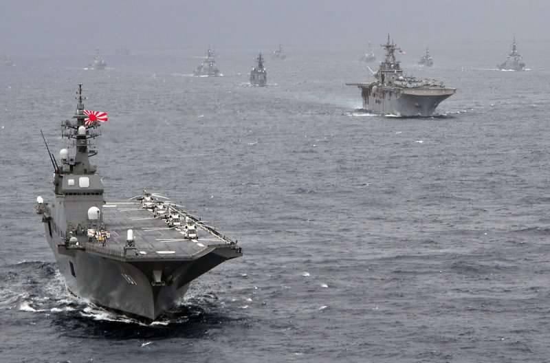 日本直升机航母抵达菲律宾