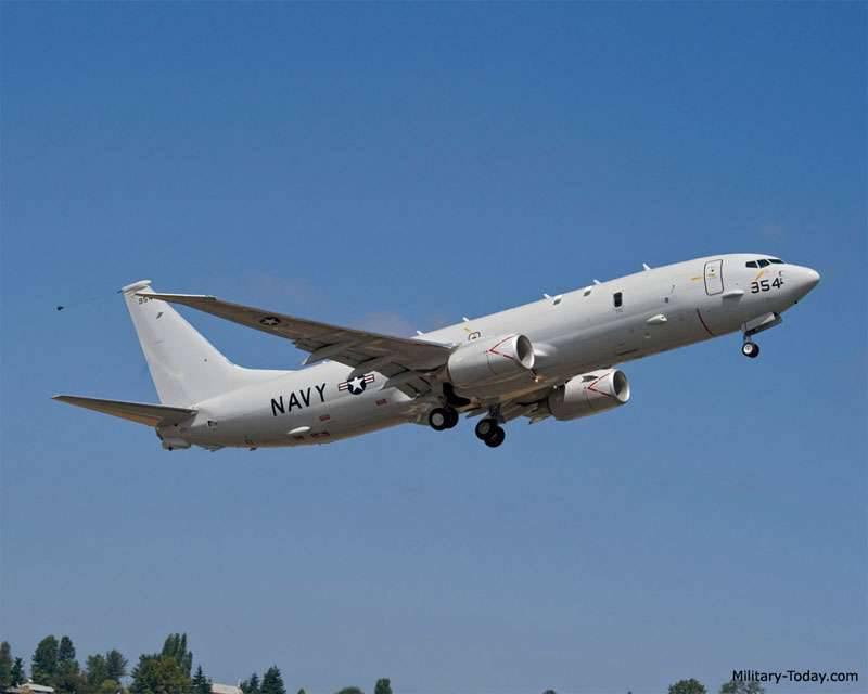 प्रशांत बेड़े के क्षेत्र में कामचटका के तट से दूर, एक अमेरिकी गश्ती पनडुब्बी रोधी विमान आर -8 पोसिडोन को रोक दिया गया था