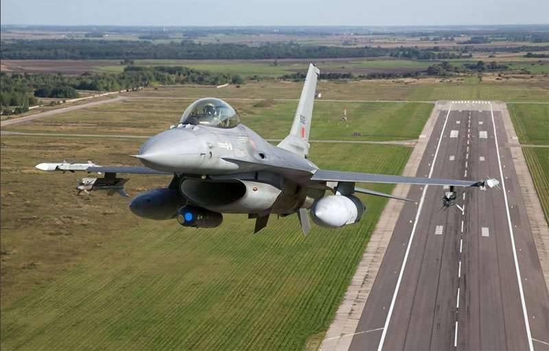 4つのF-16ポルトガル空軍は、今後の4か月にバルト諸国の「平和を守る」