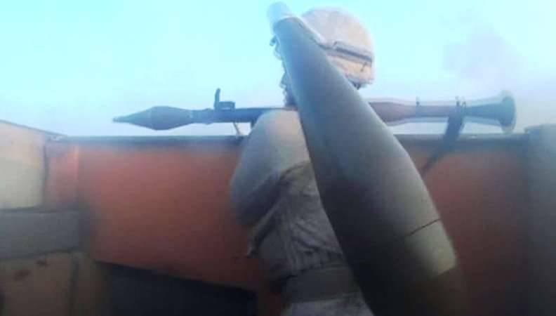 """在攻击Peshmergi分队的位置时,IG的枪手:""""阿卜杜拉,瞄准更高。 你杀了我们所有人!""""(视频)"""