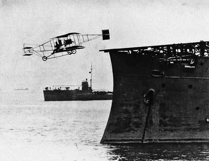 Eugene Eli, USS Pennsylvania 18 Ocak 1911'in güvertesinden ayrıldı.