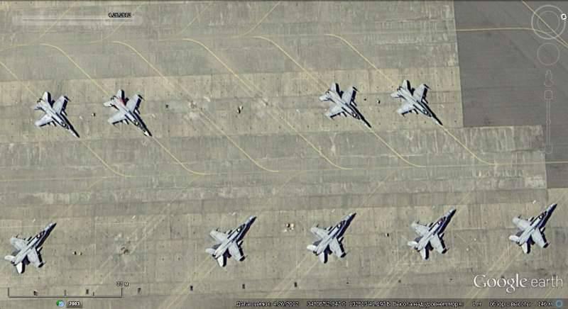 Спутниковый снимок Google earth: самолёты F/A-18E/F на авиабазе Ивакуни