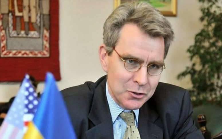 """बसुरिन: मारियुपोल में अमेरिकी राजदूत ने कई यूक्रेनी अधिकारियों को """"लोकतंत्र के विकास में उनके योगदान के लिए"""" पुरस्कार दिया"""