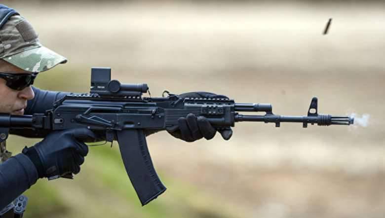 メディアRosgvardiyaがAK-74Мを受け取ります