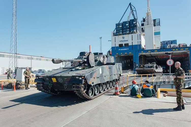 네덜란드 군용 장비가 에스토니아에 도착했다.
