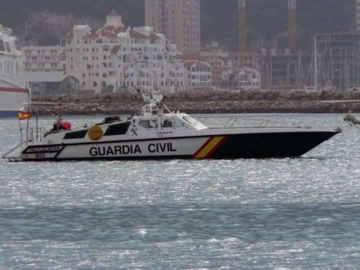 미디어 : 스페인 배는 미국 잠수함이 지브롤터에 접근하는 것을 막으려 고 노력했다.