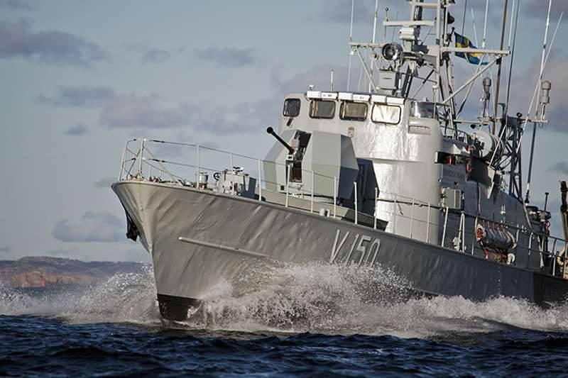 四十已经转过身了。 轻型40-mm船用大炮进入市场