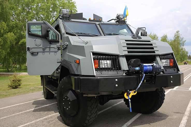 우크라이나 내무부는 최초의 Varta-2 장갑차를 받았다.
