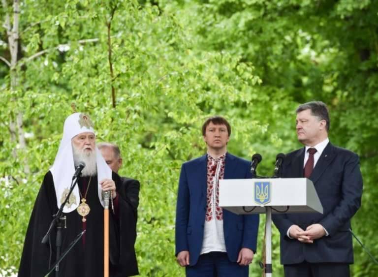 """波罗申科:敌人不攻击,因为他意识到他正在与一支强大的""""大陆上最爱国的军队""""打交道"""