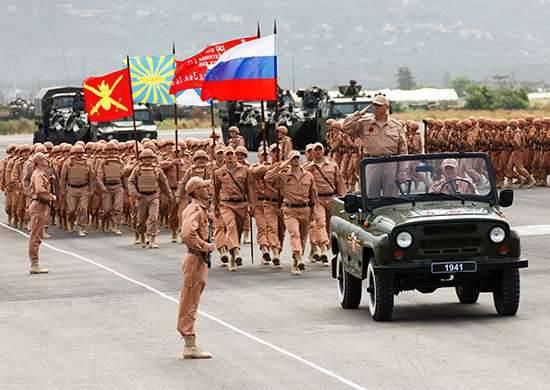 Alla base aerea di Khmeimim si è tenuta una parata in onore del 71 ° anniversario della Grande Vittoria