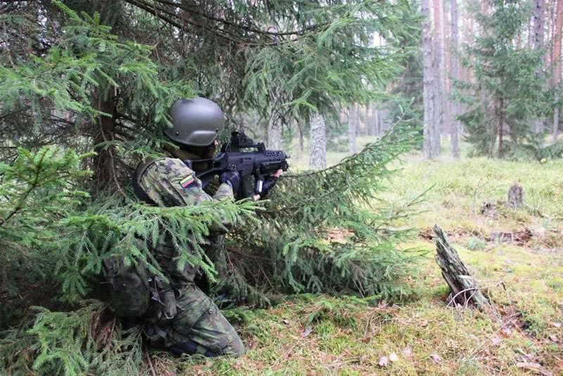 No decurso de um exercício internacional na Lituânia, dois soldados que servem no recrutamento militar