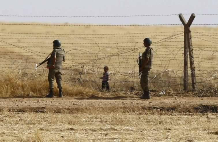 人権活動家:トルコの国境警備隊がその日の3で5人のシリア難民を殺害