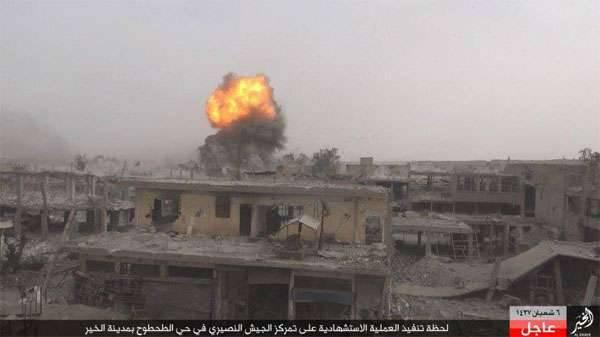 Los militantes de ISIS se reagrupan en Rakka y lanzan una ofensiva contra el ejército sirio en Deir ez-Zor