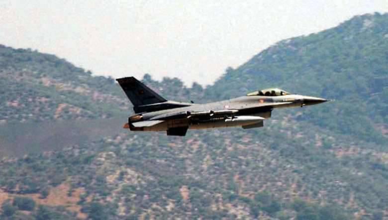 이라크 북부에 다시 폭격을 가하는 터키 항공기