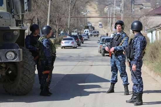 Derbent에서의 반테러 작전. 무장 세력과의 전투 중 두 명을 살해하고 최소한 12 경찰관을 다쳤습니다.