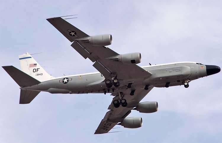 定期偵察機RC-135Vがカリーニングラード地域の海岸を訪問した