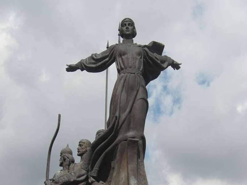 伝説の女性への記念碑