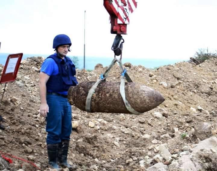 आपात स्थिति के मंत्रालय विस्फोटक वस्तुओं से क्रीमिया, दक्षिण ओसेशिया और सर्बिया को साफ कर देंगे
