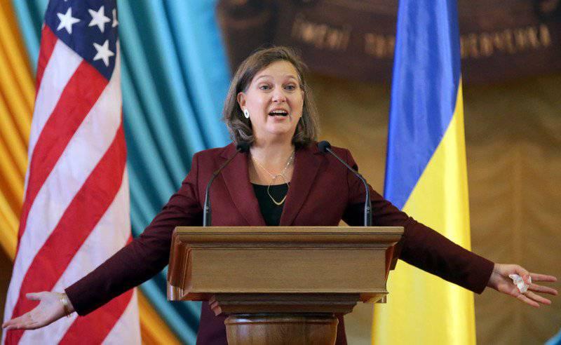 미국 - 우크라이나 : 진저 브레드가 달아났다. 채찍이 하나 있었다.