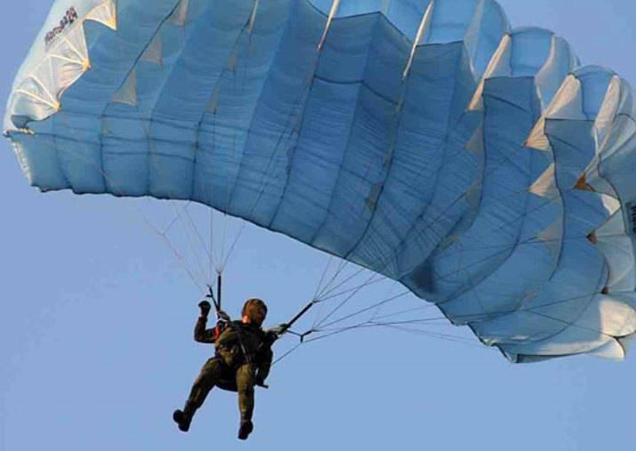 ロシアのスペシャリストがベラルーシの空挺部隊にArbaletパラシュートシステムの運用を教える